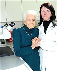 Rita Levi- Montalcini junto a una investigadora del EBRI